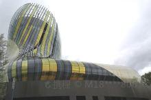 2016年建成的红酒博物馆目前是世界上最大的红酒博物馆。徜徉其中可了解葡萄酒的历史和文化。在博物馆八