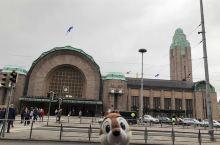 火车站,带上小七坐上北极特快,火车上的水都有圣诞老爷爷的头像。特快最后一节上有宠物车厢,每节车厢两个
