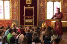俄罗斯的小学生在博物馆里上历史课