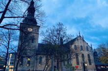 酒店后方的奥斯陆大教堂夜景,酒店真的很方便