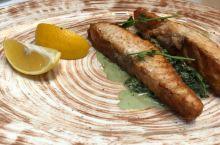 俄罗斯推荐菜肴烤三文鱼