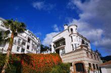 米哈斯的蓝天、白云、褐色的山丘、纯白色的外墙真让人心旷神怡,做为一座著名的阿拉伯风格的旅游小镇,游人