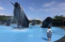 """垦丁的这家有点""""小且少"""",但是放慢速度的话,这里还是蛮好玩的。最没想到的是馆外的鲸鱼雕塑,竟然成为小"""
