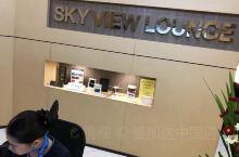 马尼拉机场T3的skyview休息室好小,刚进去的时候基本坐满,热食才三四样,不过服务还不错。