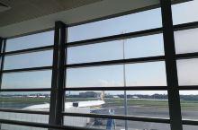 马尼拉机场候机,有点晒