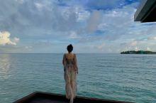 喜欢蓝色,热爱所有海洋生命与事物,和所有的海上运动,蔚蓝的海水,来往的船只,再配上黄昏时刻的霞光灿烂