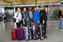 从多哈飞行约一点十几分钟抵达马斯喀特。己提前办好了网签,入关非常顺利。提取行李后首先换钱,100美元