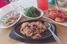 肥姐海鲜-  每当我们去跳岛时,从旅游码头步行约10分钟,便是Semporna镇上我们最喜欢的海鲜餐