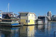 建在水上的房子,船屋。