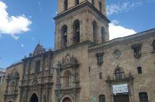 南美第15天    1548年,弗莱•弗朗西斯科•德•莫拉莱斯主持修建圣弗朗西斯科修道院,整体工程于