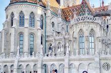 布达佩斯|渔人堡的日与夜 渔人堡Halászbástya并不是城堡,而是一个新哥特式和新罗曼风格的观