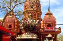 大城市里的新老小区:印度首都德里拥有2千万人口,是印度最大的城市。 德里有很多新旧之间的广泛混合和对