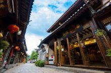而我来丽江,除了逛古城与客栈哪里都没有去。 来丽江不是为了干什么,而是为了什么都不干!  有人说