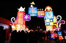 记不得多少年没有看过象样的灯会了,亲子同行来西安过大年,真是不虚此行,在西安大唐芙蓉园的新春灯展完全