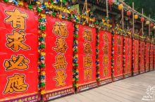 大年初一在香港,当然要去黄大仙祠祈福啦,期盼一年好运,心想事成,香港黄大仙祠又名啬色园,始建于194
