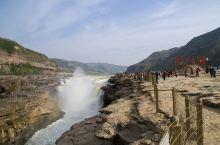 """壶口瀑布,号称""""黄河奇观"""",是黄河上唯一的黄色大瀑布,也是中国的第二大瀑布。壶口瀑布水势汹涌,涛声震"""