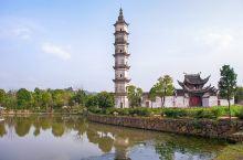 """在杭州远郊建德市,有一个叫做新叶古村的地方,曾经是个非常宁静安详、少有人知的古村落,自从综艺节目""""爸"""