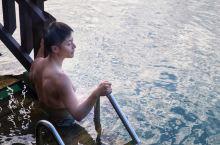 从没想过假日酒店也能推出如此高档的度假屋! 在瓦努阿图这片生活着大量原住民裸族的国度,鲜少有品牌酒店