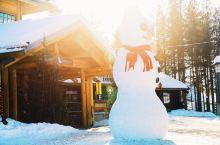 #到芬兰偶遇圣诞老人# 位于北极圈上的罗瓦涅米圣诞老人村,不但有圣诞老人官方认证的办公室,而且可以帮