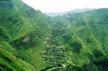 """贵州晴隆二十四道拐,抗战生命线上的重要节点,举世闻名的盘山公路,""""中国十大最美公路""""之一。公路雄险"""