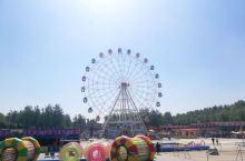贾家庄的游乐园,就在贾街外面,游玩项目平均30块一项。
