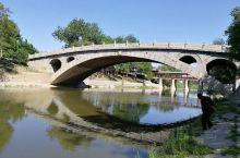 """""""小放牛""""是一首流传在河北大地,乃至全中国的民间小调,它把赵州桥唱的清清楚楚。 据管理人员介绍,这座"""