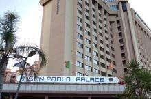 西西里岛首府巴勒莫乃悠美之港城,巴勒莫皇宫酒店赫然矗立城中心外,俯瞰巴勒莫湾之海滨沙滩,终日聆听蓝海