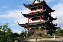 位於江西赣州城內之八景公园,兀立著宏偉之八景閣!,其设计之秀丽,令整個公园生色不少!