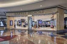 爱购物的来迪拜,就逛这里!阿联酋购物中心!  购物:Harvey Nichols 占据阿联酋购物中心