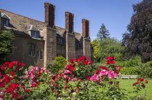 很多古老的房屋,这里是距离剑桥火车站最近的一个学院,地理位置和交通都很发达。