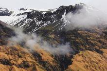 在这里感受壮美与久违的秀丽  这一次,在冰岛旅游的第三天,我和闺蜜来到了埃亚菲亚德拉冰盖,在这里我看
