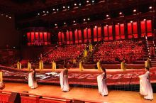 """尼山圣境《金声玉振》以""""世界的孔子""""和""""孔子的世界""""作为立意方向,将诗、乐、舞等中国古典艺术形式与当"""