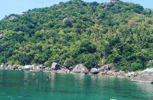 迷人的海景,惬意的的芒果湾旅行  在泰国的时候我们来到了阁拍岩景点,并且看到了一个美丽的港湾芒果湾。