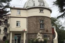 青岛观象山公园  始建于1932年,山上设有建于1910年的青岛观象台,曾与上海徐家汇观象台、香港观