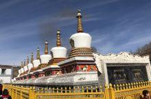塔尔寺,塔尔寺是中国藏传佛教格鲁派六大寺院之一,也是世界第二大佛宗喀巴大师的诞生地。 ·因先有塔,而