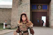 哈拉和林遗址,是旧时在草原深处克烈部或回鹘都城的基础上创建的蒙古帝国首都,元朝岭北行省首府,蒙古高原