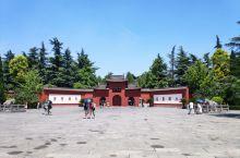 中原第一古刹白马寺,出口处附近还有狄公墓