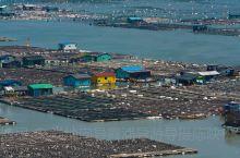 """霞浦滩涂之东安鱼排 拥有""""海上威尼斯""""美誉的东安渔排由数十万个网箱和数百个小木屋组成的海上渔排,俨然"""