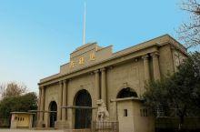 南京总统府 走过明,这里是汉王府 走过清,这里是江宁织造署、两江总督署、皇帝行宫 太平天国,这里成了
