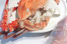 网红餐厅,新鲜是挺新鲜的,但是人太多,等的快疯了,就这一个清蒸大闸蟹等了一个小时,哎……
