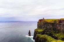 永远在狂风肆掠下的爱尔兰西部景观,最值得一去的 莫赫悬崖 。  可以说是爱尔兰西部最受欢迎的景点,没