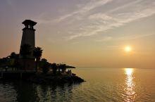 一湖,一船,一夕阳