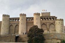 穿越至11世纪——阿尔哈菲利亚王宫游 和家人一起去欧洲旅游来到西班牙,名胜古迹当然是一定要去看看的,