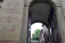 武汉大学研究生寝室,毛主席语录隐隐可见,是不是很有时代感?
