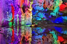 连州地下河位于连州市近郊,下高速再行十分钟左右的车程,溶洞分为上中下三层,单层长度超过两公里,最大的