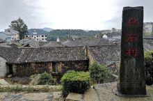 """浙江磐安乌石村:村里的民居以千年不化的火山黑石磊成,整个村庄形如""""燕窝""""。四周梯田层层,群山连绵,乌"""