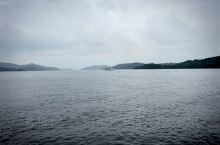 天目湖。  像两颗明珠,映透了天的目光。 不愧于鱼衔云影悠悠过,鸟带晴晖款款飞。