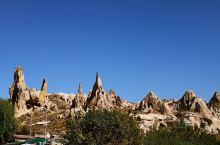 卡帕多奇亚景区,土耳其世界遗产,格雷梅露天博物馆,在格雷梅的山谷中,多座岩石洞穴教堂,展现人们跟前,