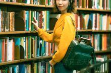 """沿着倾斜向上的台阶,伴随着""""书山有路勤为径""""的感觉,一步步靠近斯德哥尔摩公共图书馆。这座外观看起来既"""