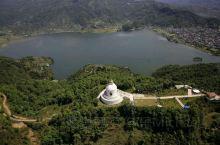 图片是博卡拉世界和平塔,费瓦湖,滑翔伞飞行基地。  博卡拉,尼泊尔第二大城市,尼泊尔最为盛名的风景地